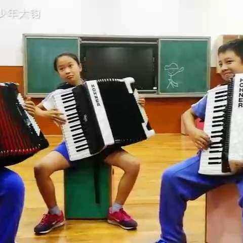 【手风琴少年大钧美拍】#手风琴##U乐国际娱乐##学校的时光#明天...