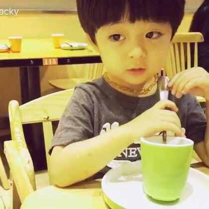 #年年说话##年 三岁##宝宝#因为没让看动画片生气的小孩😠新浪微博👉https://weibo.com/u/2045571310