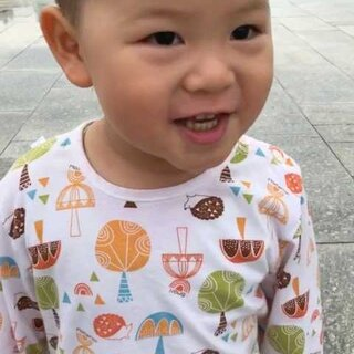 #吃秀##宝宝#下完雨,天气凉了,飕飕的风,但是玩的high啊!哈哈哈!泡泡的舞跳的怎么样。