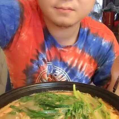 #吃秀#大雨过后吃点儿啥呢?火锅绝对首选,再来口小扁二,嚯~给个县长都不换🤣