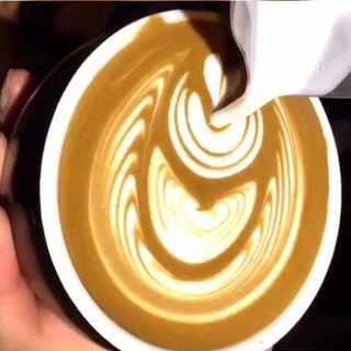 #咖啡拉花##手工##热门话题#处理两个图,看下细节和间距,纹路够就好!微信:Ykhehuamei