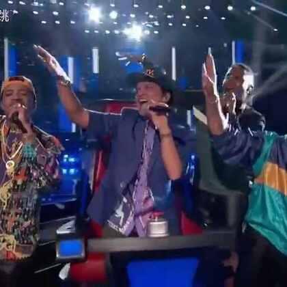 #我要上热门##音乐##火星哥#这是我超级喜欢的一个美国籍夏威夷人(Bruno Mars)外号火星哥,我在生活中经常跳他的歌。马尔斯唱跳的感觉是自己与身俱来的!希望你们也喜欢他。我还有一个他和美国好莱坞大明星一起配合唱歌超赞视频关注我点赞稍候分享多谢美拍粉丝们支持😙😙😙👊👊👊