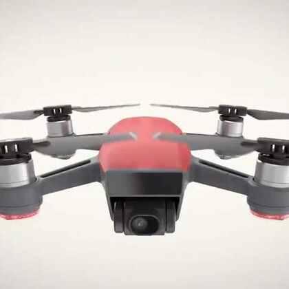 "DJI大疆在纽约发布了第一款迷你型掌上无人机 ""晓"" Spark。仅有手掌大小,有五种颜色,配备快速启动、手势控制、一键短片及多种智能飞行功能。最远图传距离可达2公里,亦可搭载此前发布的 DJI 飞行眼镜使用。售价为3299元。#玩转科技#"