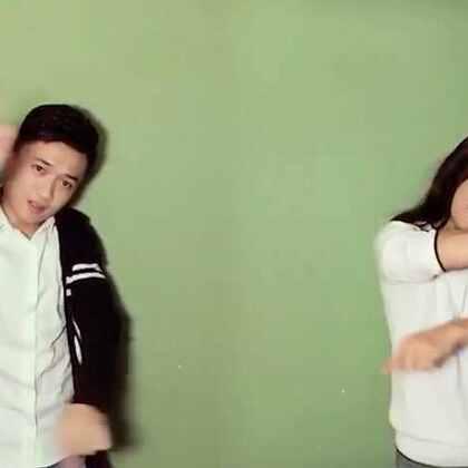 兄妹舞蹈。小妹学个舞不容易,快夸夸她。哈哈#舞蹈#