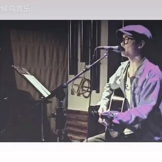深夜第二更,依旧是@郑郑郑郑郑浩磊 ,改编吉他弹唱天后王菲的经典歌曲《矜持》,另一种不同的感觉!