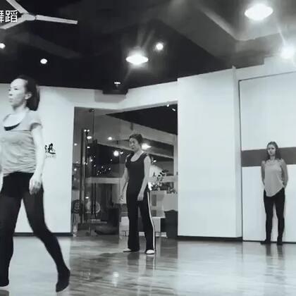 飞迅美国老师【摩登现代舞课】分组练习A--{移位组合训练}