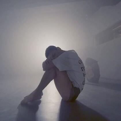 今天是儿童节送上这个(我小时候的故事)😔曾经我也过儿童节 只是现在老了 音乐很棒 静静感受一下吧#舞蹈##现代舞##双人舞#@美拍小助手 https://weibo.com/u/2623891951