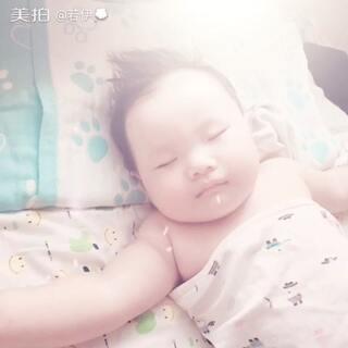 胖宝贝睡得好香哦😘😘#我的宝贝萌萌哒##萌萌哒肉肉哒#