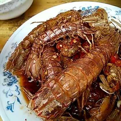 #胡哥渔民海鲜#海鲜到家后冰都竟然还没化呢!直接邮寄到爸妈那里,非要等我们过来一起吃,皮皮虾的肉都粘壳壳了。粉丝扇贝味道不错,章鱼足也很棒,那个海螺不怎么会弄肉出来。看美拍里面都吃那个黄,我妈妈硬是觉得是shi,本来到嘴巴里的,还是吐出来了,那个黄不好吃,又怕吃到苦胆,扯掉了好多肉了