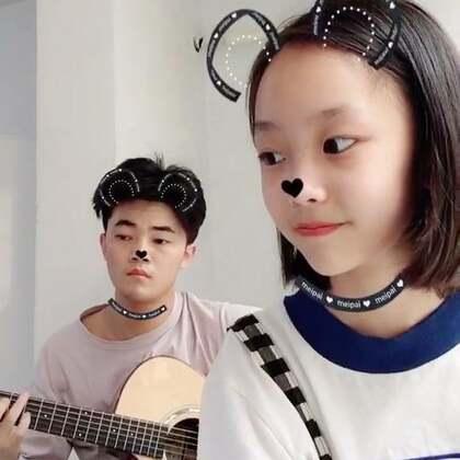 #音乐##吉他弹唱#《亲爱的同学》又一波和老师的合唱@Alex.Jaf🎸 嘿嘿这是要毕业时弹得~以后会定时出作品噢~宝贝们赞评转起来~~~