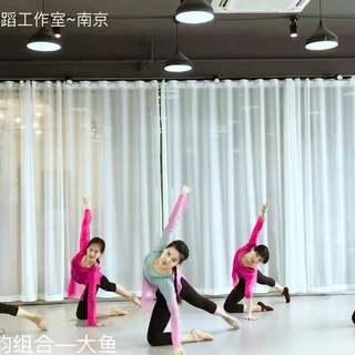 古典舞基础身韵组合——大鱼🐠(波波、莉莉、丹丹、方琴、李赏)很喜欢的音乐,让人心底很沉静❤️❤️❤️#古典舞身韵##我要上热门##敏雅舞蹈#