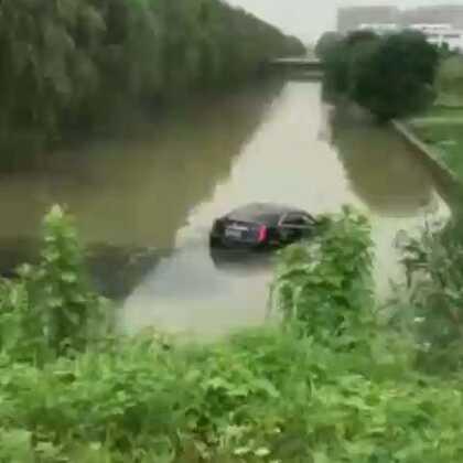 希望大家看到这个视频都能接受教训,开车一定要注意安全!珍爱生命