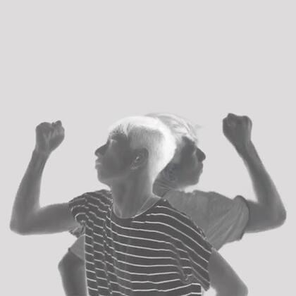 你其实不是一个人!潜藏在你身体深处有另外一个自己,他冷酷无情不像你优柔寡断缺乏判断力!如果有一天两个你见面了你会明白该和哪一个说再见了!如何才能见到另一个自己?我告诉你!你需要的不是别的只是一堆酒而已……#舞蹈##双人舞##严贤叙#@美拍小助手 https://weibo.com/u/2623891951
