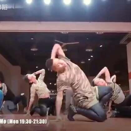 #飞迅舞蹈#这个封面就醉了#当男人妖孽起来时,女人只能墙壁了#穿秀#