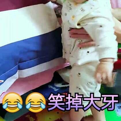 #家有萌宝宝##搞笑##萌宝成长记#萱萱宝贝8个月啦~奶奶正在给妈妈演示你是怎么从床上越狱下来的😂😂😂