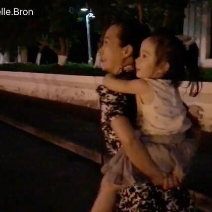 #annie环游记#在中国🇨🇳晚饭后的散步#annie和外婆##宝宝#