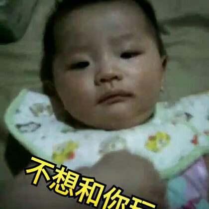 #宝宝#哈哈哈哈😄昨天不知道她什么时候拉了粑粑,然后就把背心都弄脏了,索性洗澡了!!