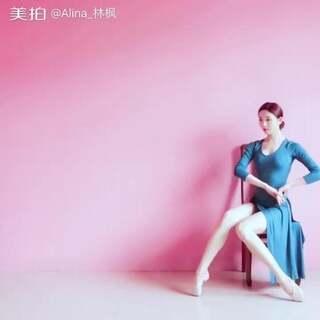 看这个封面就知道肯定是古风😌#舞蹈#✨张靓颖-思美人✨这是需要安静的看完,因为真的太长了。里面很多动作都是从风月和痒里搬过来的,还有我那铲子大脚背😳我还是很辛苦哒😝(大枫微博👉https://weibo.com/u/1918793231 )