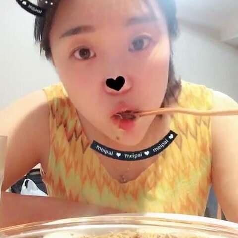 【小馋猫一饼的日常美拍】#吃秀#晚餐,炒方便面