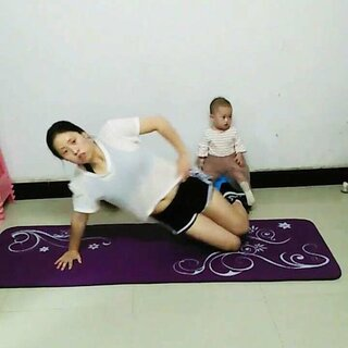 120斤的宝妈减肥分享的美拍:下蹲提臀动作,有塑身衣对减肥管用吗图片