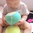 """宝贝特别喜欢这两个""""蛋"""" 👀#宝贝10个月➕21天#"""