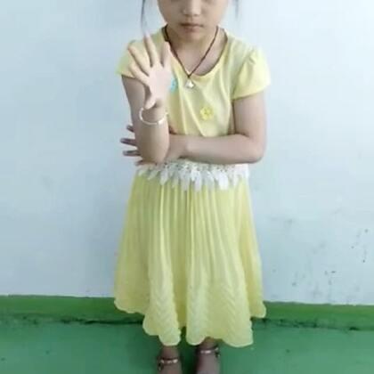 这小女孩是个神童吧👍👍👍谁家小孩,太牛了👍👍👍#精美电影##宝宝#