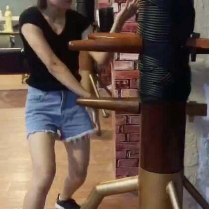 咏春女子特训班,练习了不到一个月的学员,有点功底了😄#咏春拳##线上培训,教练微信:y0758com#