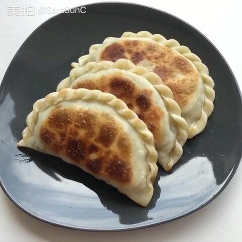 今天的早餐:韭菜盒子,北方传...
