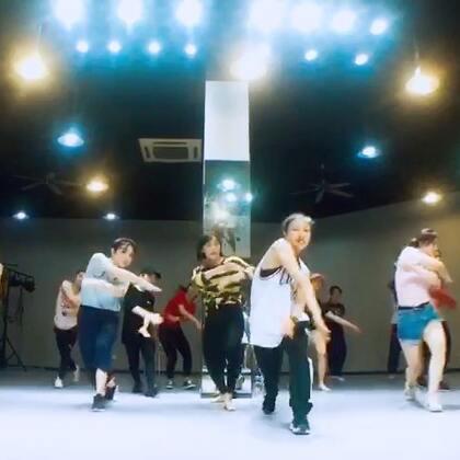#Street jazz##南京1758爵士舞街舞#😍😍😍这周有点太hiphop啦!哈哈哈哈哈哈哈,下次咱们再女人👩🏻一点哈😁😁😁@南京1758爵士舞 暑假班要来咯,同学们赶紧报名我的暑期学员展哈🤙🏿🤙🏿🤙🏿
