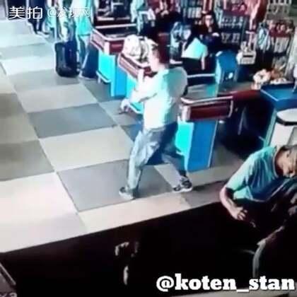 巴西一家超市摄像头拍下的一名666男子!!!这操作厉害了👍