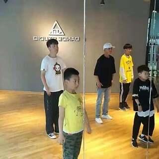 西宁KM街舞 poppin初级班#西宁街舞##青海西宁km街舞#