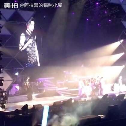 撩妹高手……薛之谦👍把现场迷妹迷的不行不行的……真是 咧咧咧咧!#薛之谦##薛之谦北京演唱会##我要上热门#
