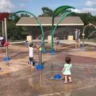 夏天还有比玩水更好玩的吗?开始害怕,后面也玩开了😄 #宝宝##混血宝宝#