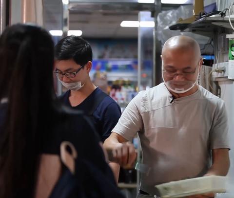 厦门的美食袋,真的好赚钱啊!#豆腐袋##视频#狼叔豆腐图片