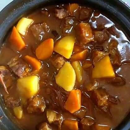 #美食##家常菜##热门#西红柿牛肉,烤鸡腿,炒豆角。天津在下雨你们那呢?