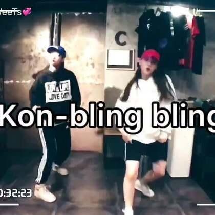 歌名🌪#ikon bling bling# 🌪和舞邦的小伙伴@杨小咪yami🍓 亲情巨献 小红帽小蓝帽来撩一波 😉(四十分钟扣舞加录视频 迷之速度 学会了用脑袋跳舞😁)关注微博:https://weibo.com/u/2487613615