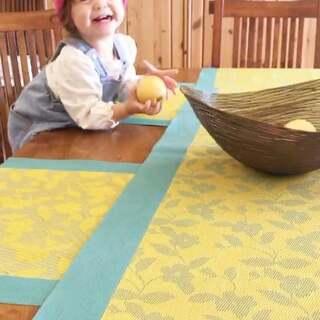 小样儿,不听妈妈的话了😕#伊诺的日常##伊诺1岁5个月#