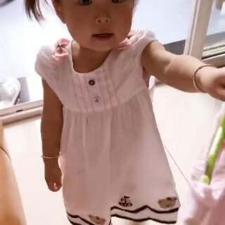 昨天,妈妈的小帮手,听到爷爷在看bmw广告,告状了#曦允3岁2个月#