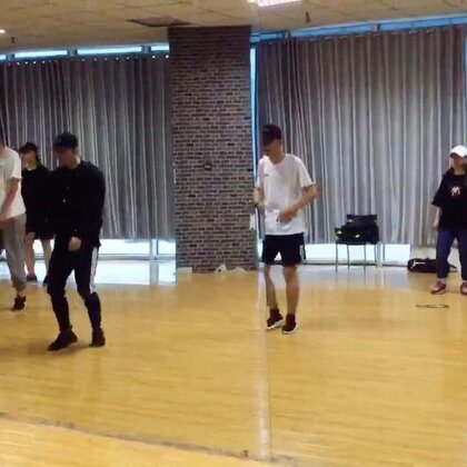 #KingSoul# 记录团训片段 这是之前学习日本Gendai老师的片段 很练控制的一只舞 加油⛽️💪💪💪💪