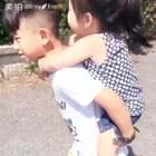 #宝宝##暖萌两兄妹eric&emy#走着走着就长大了,生活中不经意的小片段连在一起,就是一段感人的故事。#最有爱的两兄妹#
