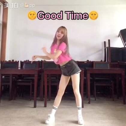 """Good time 来啦~分享一个""""身残志坚""""的p哥啊 哈哈哈 大夫不让笑,每一次咧嘴都感觉在抻着口子😂等我好了的我要放肆笑🙊周末啦,祝大家都有#good time#😘#舞蹈##运动#微博https://weibo.com/u/1974145444"""
