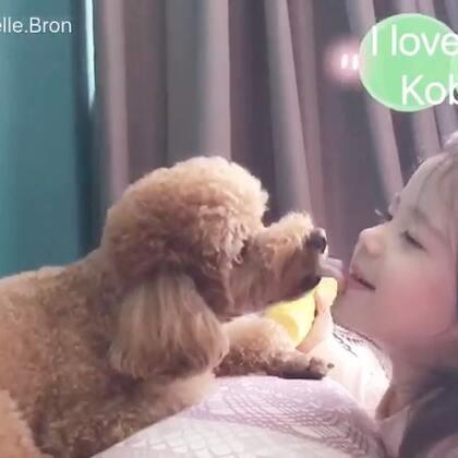 #annie&kobe# 好久没录她俩了,Annie现在老喜欢去亲kobe,然后被舔,然后继续去亲kobe😆#宝宝##狗狗#