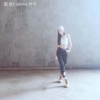 临时拍的#舞蹈#✨孟佳-给我乖✨你们不知道拍的时候音乐根本听不见,周围都是刺啦的装修声😔太艰苦的环境了,就冲我这个热血的态度也要鼓励啊哈哈哈哈哈😳(大枫微博👉https://weibo.com/u/1918793231 )