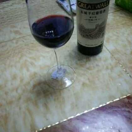 深夜,红酒和泡凤爪更配哦😊✌