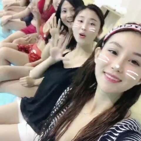 #自拍##女神#跟姐妹们在游泳玩儿,加了变速后声音好像一群小