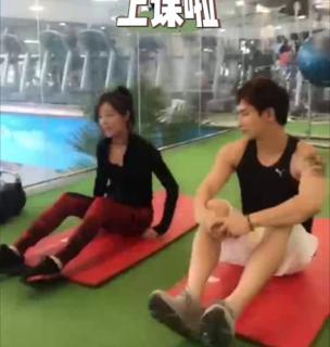 @赵奕欢Chloe 体育课上课啦。夏天到了,你还敢偷懒吗?#U乐国际娱乐超有料#