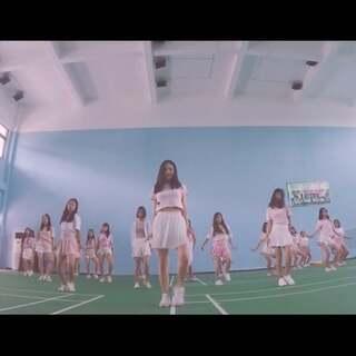 纪念ATT第一次拍mv,然后全部都是自己编舞,有一段音乐有点不合,但是也很棒啦。#舞蹈##@敏雅可乐##敏雅舞蹈#