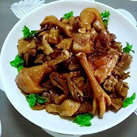 笋干猪肉红烧大盘鸡#美食##家...