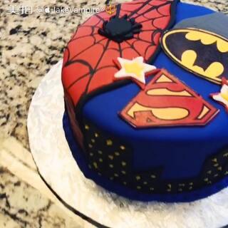 Super hero cake #蛋糕##蝙蝠侠##超人##蜘蛛侠##超级英雄#😍😍