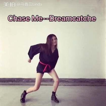 ✨Chase Me--Dreamcatche💫#舞蹈#我实在是找不出封面了...心累🙄这个舞一直都很喜欢,有种热血少女的感觉❤️服装也找了好久才找到类似的...夏天跳舞实在太热了,热的我卷发变直发可还行,头发全都粘在脸上😑看过记得点赞呦❤️❤️❤️我的微博👉https://weibo.com/u/1831074395
